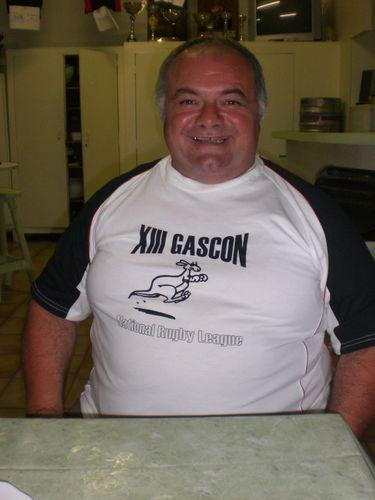 Le Manager du XIII GASCON présente le nouveau survêtement...
