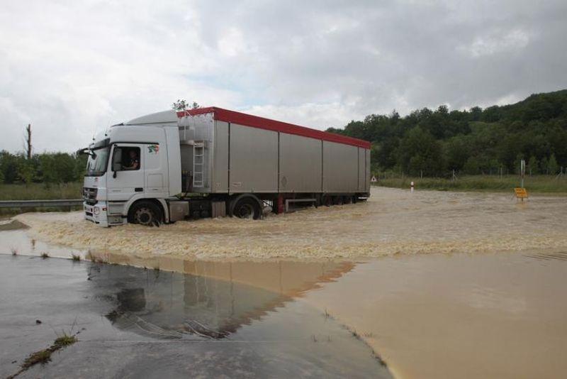 1337308-ddm-sebastien-lapeyrere-auch-le-31-05-2013-inondation-des-principa
